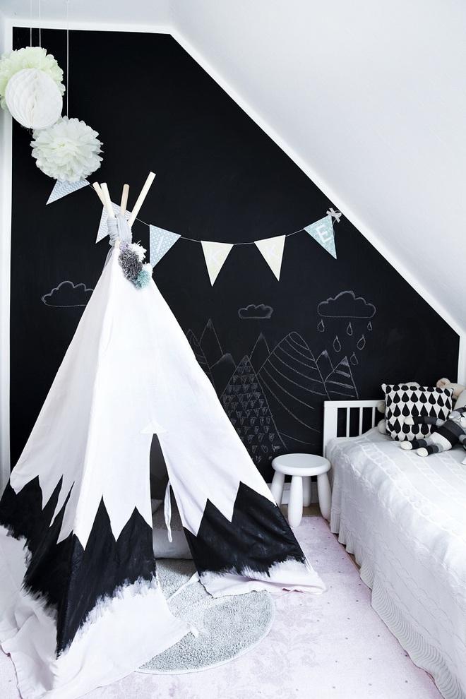 Những kiểu trang trí tường đen thật đẹp mắt trong phòng ngủ của các bé - Ảnh 9.