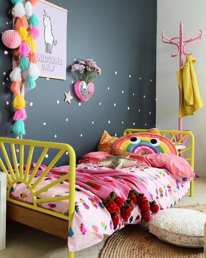 Những kiểu trang trí tường đen thật đẹp mắt trong phòng ngủ của các bé - Ảnh 14.