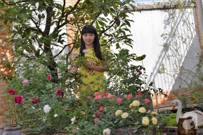 Mùng 1 Tết ghé thăm khu vườn hồng rực rỡ trồng trong chum vại độc đáo ở miền Trung - Ảnh 5.