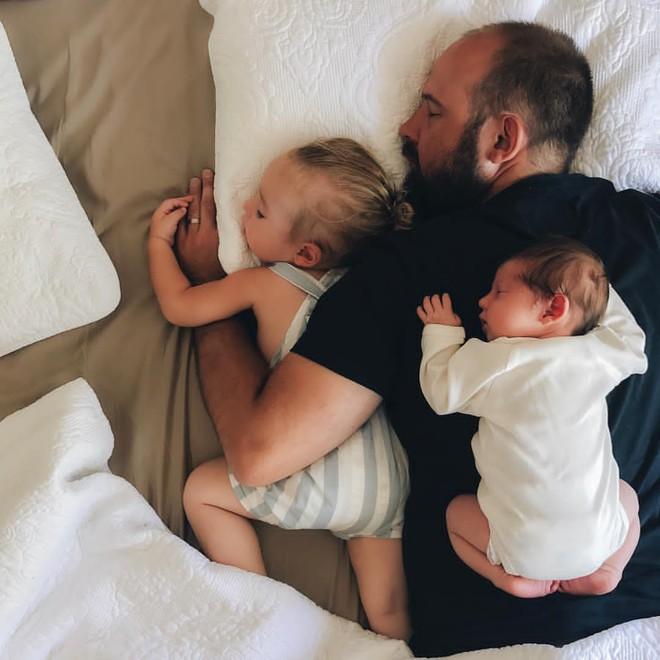 Có một bà mẹ chỉ chụp ảnh con ngủ mà cũng gây sốt đến thế - Ảnh 5.