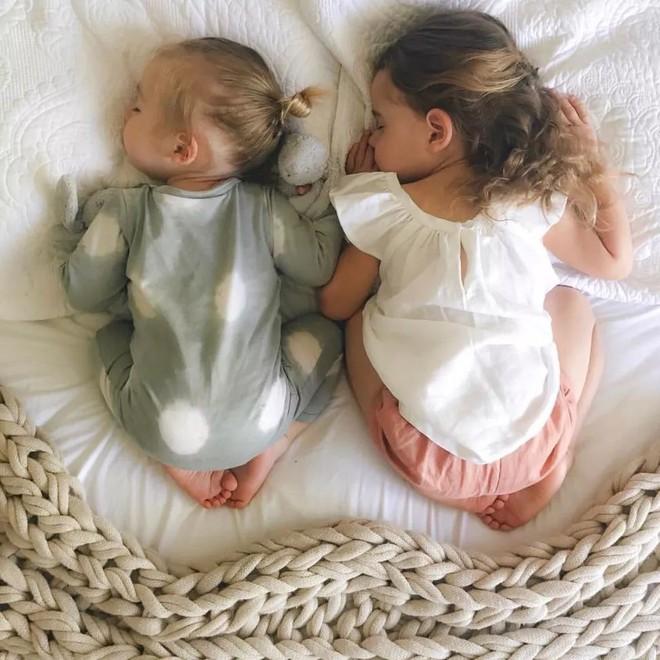 Có một bà mẹ chỉ chụp ảnh con ngủ mà cũng gây sốt đến thế - Ảnh 7.