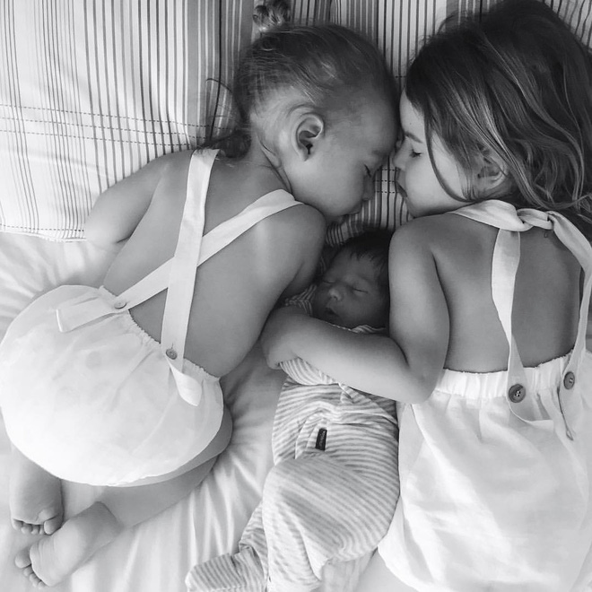 Có một bà mẹ chỉ chụp ảnh con ngủ mà cũng gây sốt đến thế - Ảnh 12.