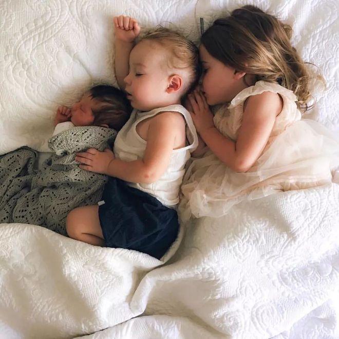 Có một bà mẹ chỉ chụp ảnh con ngủ mà cũng gây sốt đến thế - Ảnh 15.