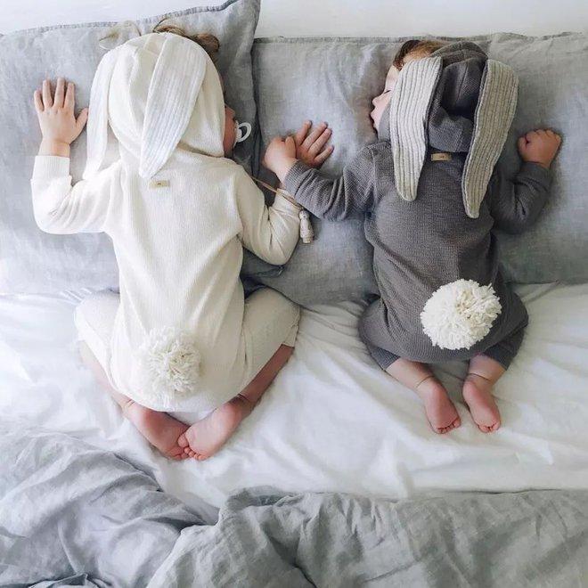 Có một bà mẹ chỉ chụp ảnh con ngủ mà cũng gây sốt đến thế - Ảnh 20.
