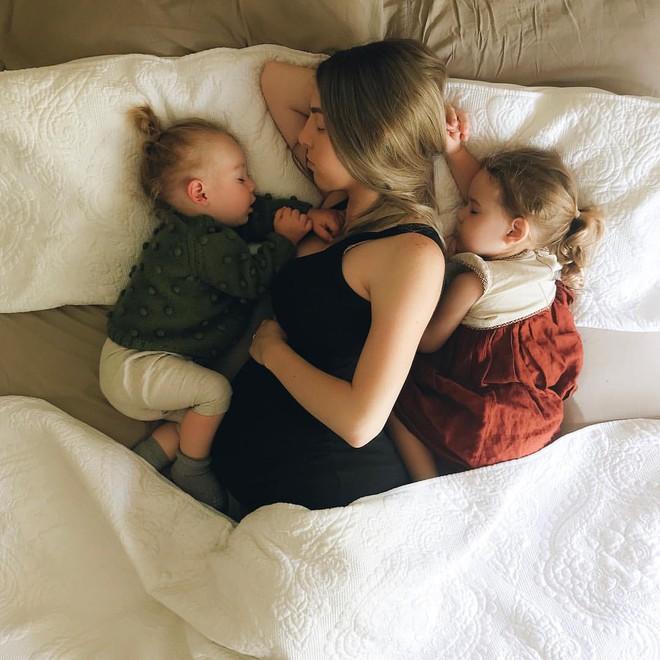 Có một bà mẹ chỉ chụp ảnh con ngủ mà cũng gây sốt đến thế - Ảnh 22.