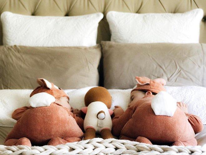 Có một bà mẹ chỉ chụp ảnh con ngủ mà cũng gây sốt đến thế - Ảnh 23.