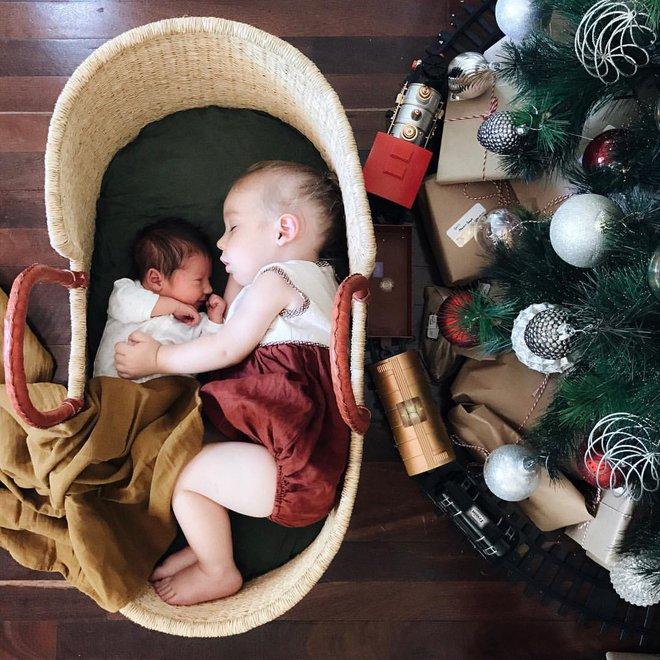 Có một bà mẹ chỉ chụp ảnh con ngủ mà cũng gây sốt đến thế - Ảnh 25.