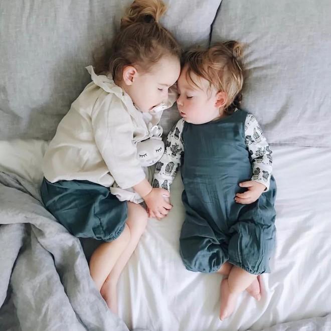 Có một bà mẹ chỉ chụp ảnh con ngủ mà cũng gây sốt đến thế - Ảnh 29.