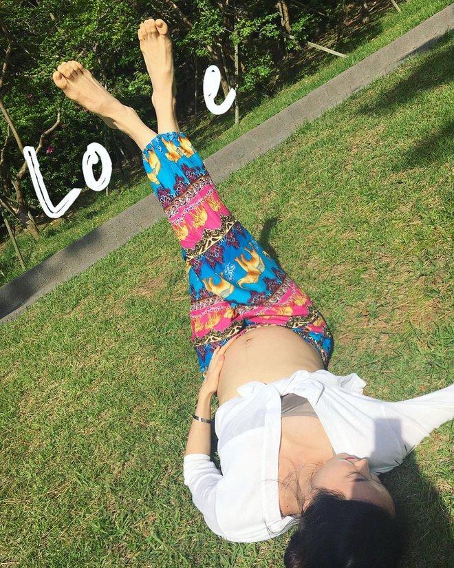 Bà mẹ xinh đẹp khiến cộng đồng mạng ngả mũ thán phục khi vừa tập yoga vừa trông con - Ảnh 21.