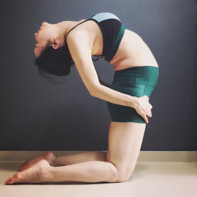 Bà mẹ xinh đẹp khiến cộng đồng mạng ngả mũ thán phục khi vừa tập yoga vừa trông con - Ảnh 23.