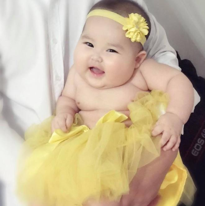 Em bé Hà Nội xinh như búp bê với đôi má bánh bao ai nhìn cũng muốn… cắn - Ảnh 13.