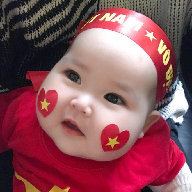 Em bé Hà Nội xinh như búp bê với đôi má bánh bao ai nhìn cũng muốn… cắn - Ảnh 16.