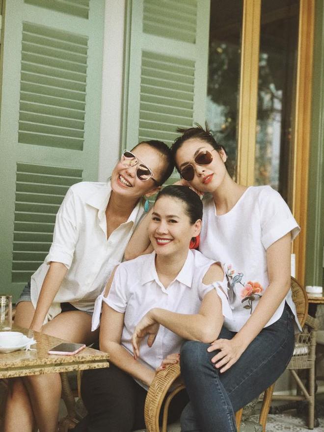 Tăng Thanh Hà vui vẻ gặp gỡ hội bạn thân trước thềm Tết Nguyên đán  - Ảnh 3.