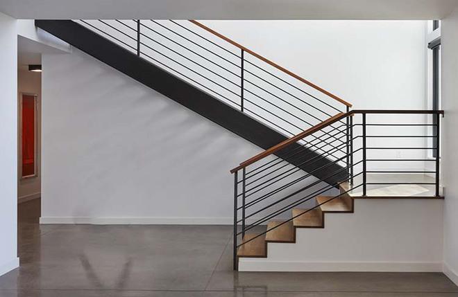Nếu bạn nghĩ đơn giản sẽ khó tạo ấn tượng thì phải nhìn ngay những mẫu cầu thang này - Ảnh 3.