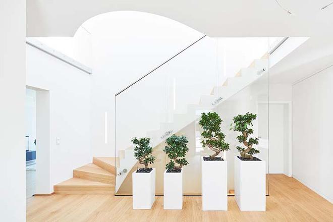Nếu bạn nghĩ đơn giản sẽ khó tạo ấn tượng thì phải nhìn ngay những mẫu cầu thang này - Ảnh 8.