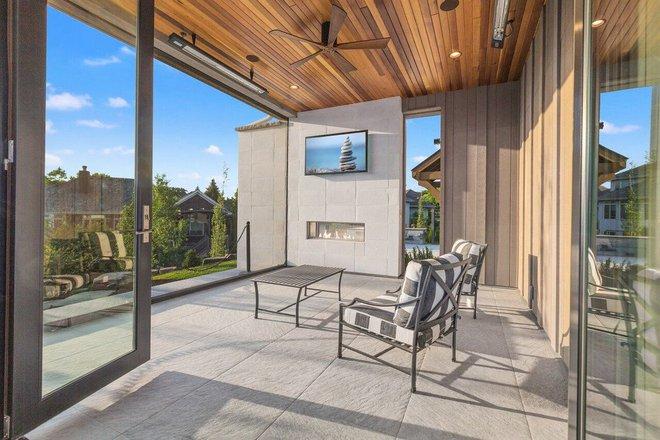 Ghi điểm tuyệt đối với khách đến nhà bằng những mẫu hiên nhà tuyệt vời này - Ảnh 2.