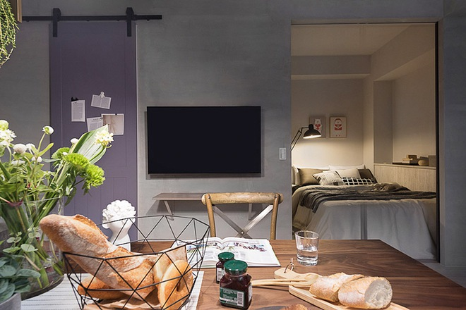 Căn hộ màu xám với thiết kế cửa trượt thông minh tạo nên không gian hạnh phúc của hai cô gái trẻ - Ảnh 4.