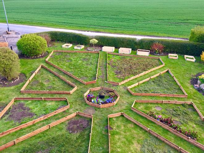 Khu vườn cổ tích đẹp như trong tranh vẽ của hai chàng trai yêu thích trồng rau, nuôi gà từ bé - Ảnh 8.