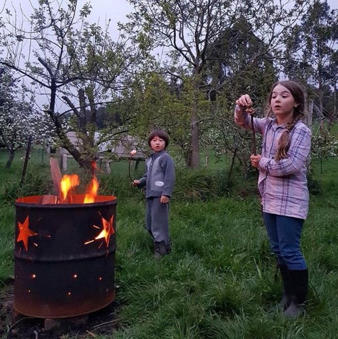 Cuộc sống yên bình của một gia đình nhỏ bên khu vườn cây sai trĩu quả như trong thế giới cổ tích - Ảnh 9.