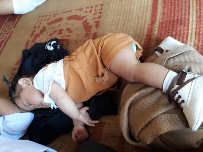"""Cười bể bụng với loạt ảnh các mẹ khoe dáng ngủ """"bá đạo"""" của con - Ảnh 25."""