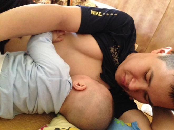 """Cười bể bụng với loạt ảnh các mẹ khoe dáng ngủ """"bá đạo"""" của con - Ảnh 32."""