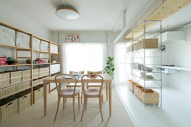"""Căn hộ nhỏ 56m² thoáng sáng bất ngờ nhờ tiện nghi """"tối giản"""" ở Nhật - Ảnh 1."""