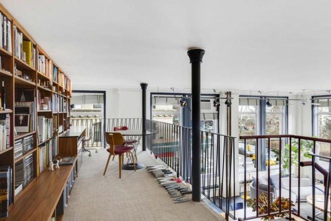 Căn hộ tuyệt đẹp với gác xép và những bức tường kính vô cùng ấn tượng - Ảnh 5.