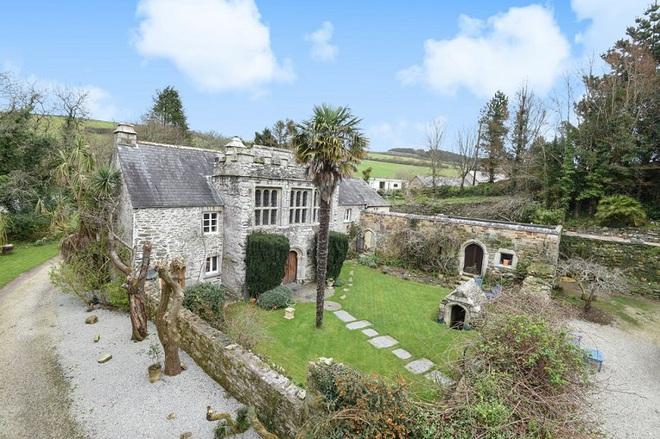 Chiêm ngưỡng ngôi nhà cổ duyên dáng nhất trong lịch sử ở Cornwall - khu du lịch nổi tiếng của nước Anh - Ảnh 1.