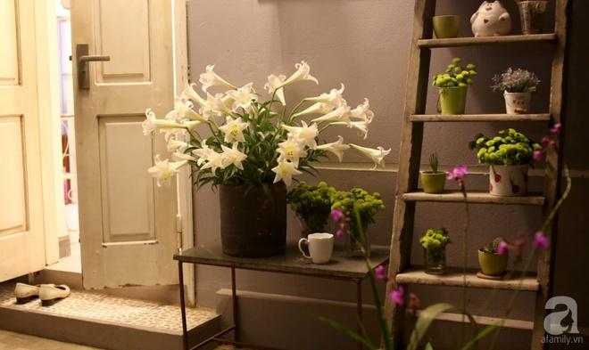 Ngôi nhà phố góc nào cũng xinh xắn và lãng mạn với hoa tươi của người phụ nữ Hà Thành - Ảnh 4.