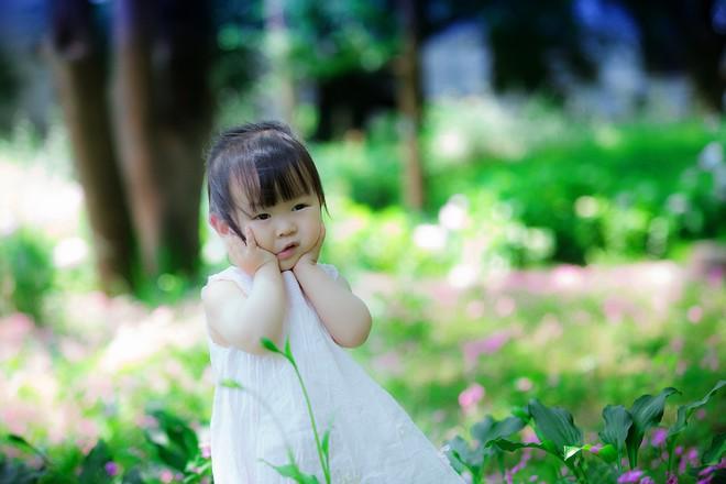 Bé gái bị thủng màng nhĩ đau đớn do sự chủ quan của người mẹ - Ảnh 1.