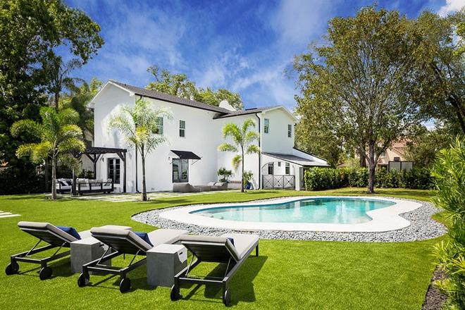 Những ngôi nhà sở hữu bể bơi ngoài trời đẹp đến lịm tim - Ảnh 4.