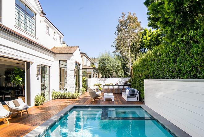Những ngôi nhà sở hữu bể bơi ngoài trời đẹp đến lịm tim - Ảnh 5.
