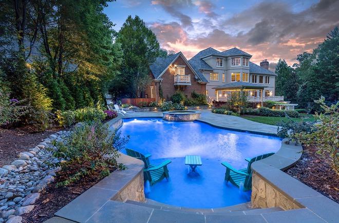 Những ngôi nhà sở hữu bể bơi ngoài trời đẹp đến lịm tim - Ảnh 7.