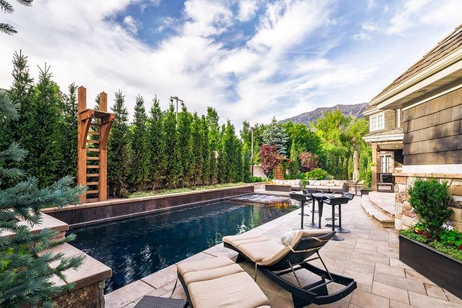 Những ngôi nhà sở hữu bể bơi ngoài trời đẹp đến lịm tim - Ảnh 8.
