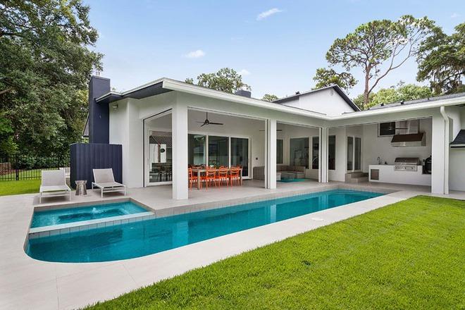 Những ngôi nhà sở hữu bể bơi ngoài trời đẹp đến lịm tim - Ảnh 9.