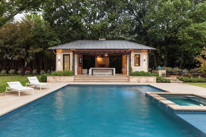 Những ngôi nhà sở hữu bể bơi ngoài trời đẹp đến lịm tim - Ảnh 12.