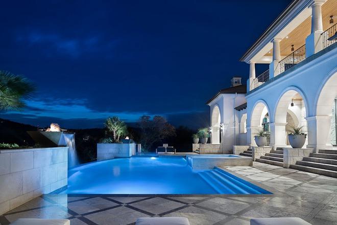 Những ngôi nhà sở hữu bể bơi ngoài trời đẹp đến lịm tim - Ảnh 17.