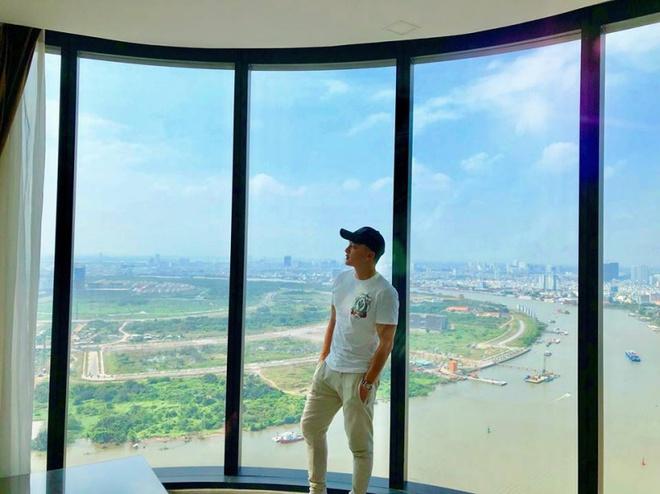 Căn hộ 4 phòng ngủ view sông Sài Gòn có giá 23 tỉ đồng của ca sĩ Cao Thái Sơn dành tặng mẹ - Ảnh 2.