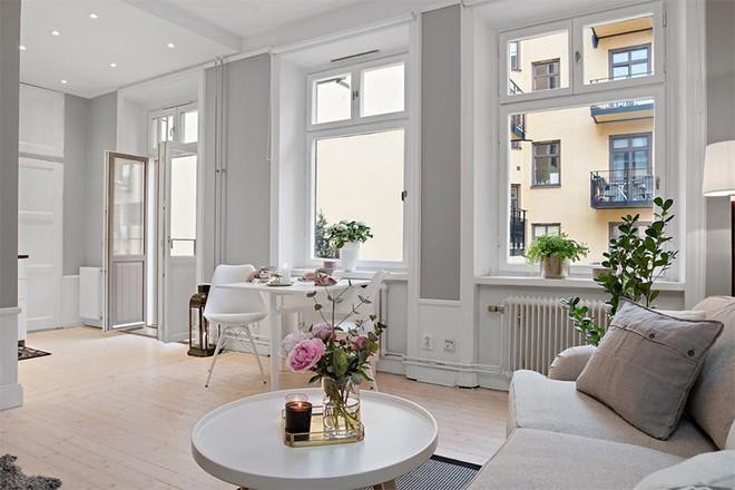 Căn hộ 39m² góc nào cũng yêu nhờ décor hoàn hảo với màu trắng và xám - Ảnh 1.