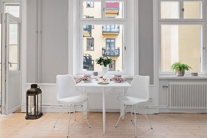 Căn hộ 39m² góc nào cũng yêu nhờ décor hoàn hảo với màu trắng và xám - Ảnh 5.