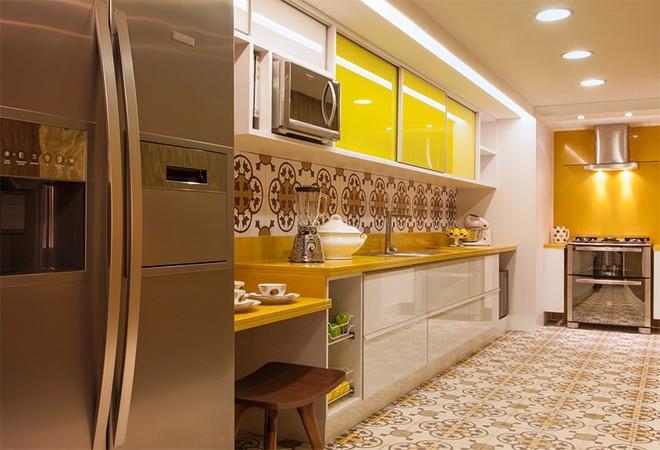 Vàng – gam màu cứu rỗi những căn bếp không có sự xuất hiện của ánh sáng tự nhiên - Ảnh 9.