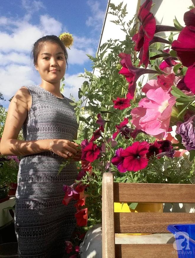 Ban công vỏn vẹn 6m² nhưng đẹp lung linh nhờ muôn sắc hoa do người vợ trẻ tự trồng - Ảnh 3.