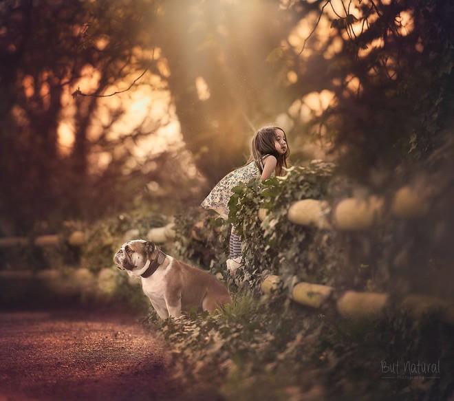 Ngắm những thiên thần bé nhỏ say gấc bên thú cưng đáng yêu - Ảnh 25.