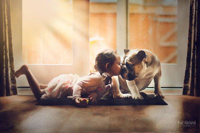 Ngắm những thiên thần bé nhỏ say gấc bên thú cưng đáng yêu - Ảnh 26.
