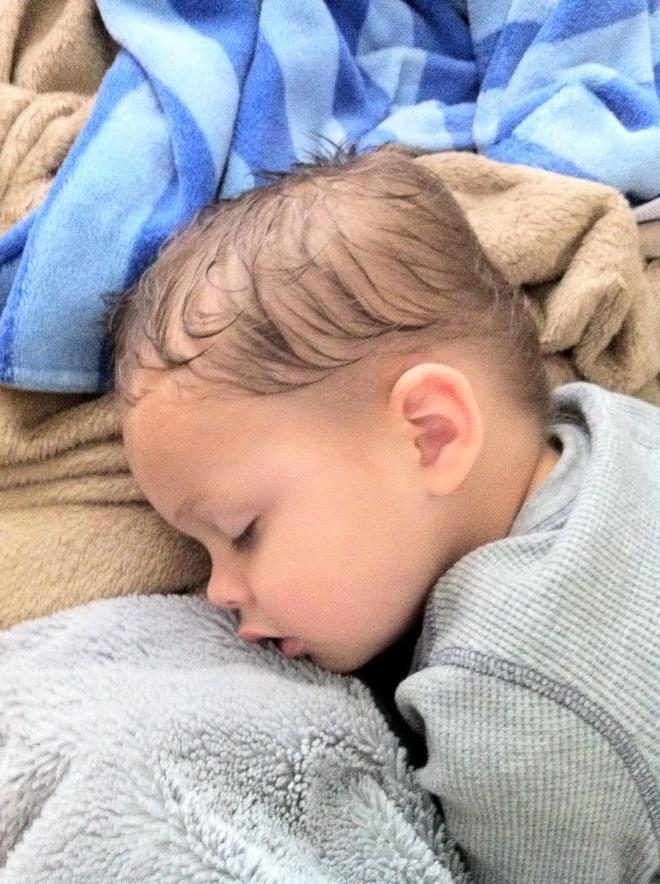 Tuân thủ các nguyên tắc này, bé sơ sinh sẽ ngủ ngon và sâu giấc vào ban đêm - Ảnh 6.