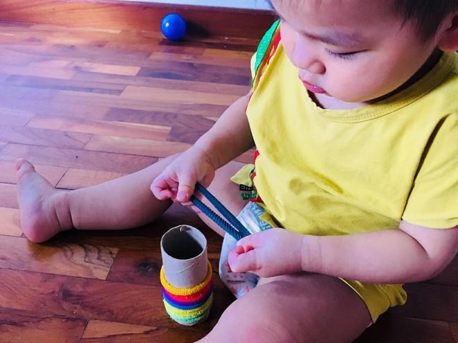 Gặp bà mẹ siêu sáng tạo hay gom rác chơi với con, lợi đủ trăm đường mà không tốn mấy đồng mua đồ chơi - Ảnh 4.