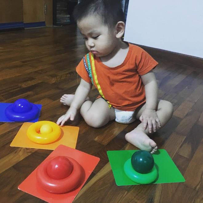 Gặp bà mẹ siêu sáng tạo hay gom rác chơi với con, lợi đủ trăm đường mà không tốn mấy đồng mua đồ chơi - Ảnh 12.