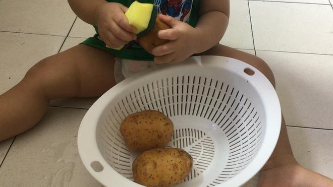 Gặp bà mẹ siêu sáng tạo hay gom rác chơi với con, lợi đủ trăm đường mà không tốn mấy đồng mua đồ chơi - Ảnh 14.