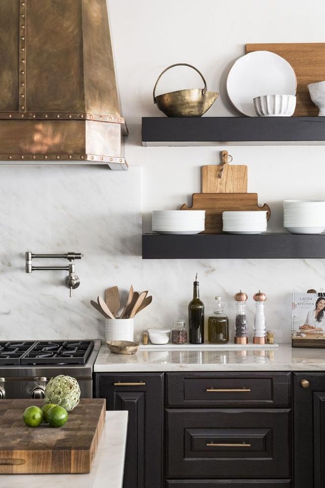 Giữa muôn vàn chất liệu khác nhau thì đá cẩm thạch vẫn luôn là lựa chọn hàng đầu cho mặt bàn bếp - Ảnh 5.