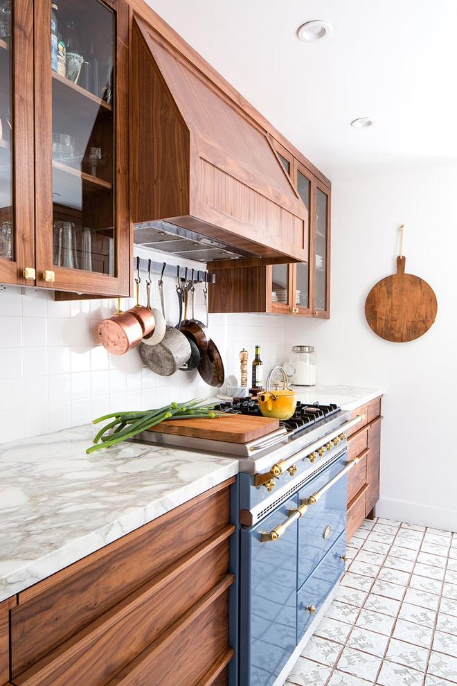 Giữa muôn vàn chất liệu khác nhau thì đá cẩm thạch vẫn luôn là lựa chọn hàng đầu cho mặt bàn bếp - Ảnh 9.